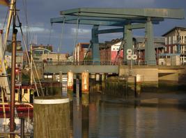 Husumer Hafen und Klappbrücke