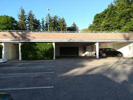 Zufahrt Stellplatz und Tiefgarage und Fahrradstellplatz