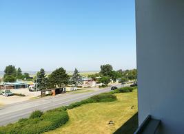 Blick vom Balkon nach rechts zum Schwimmbad und Restaurants