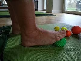 Faszientraining für die Füße - Alltagstaugliche Übungen werden gezeigt