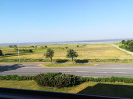 Blick vom Balkon geradeaus zum Wattenmeer