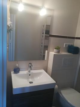 Bad Waschtisch und Toilette